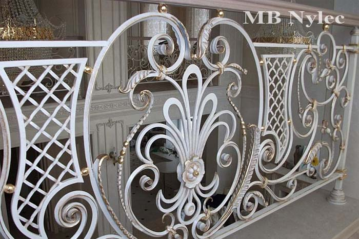 balustrada kuta - kowalstwo artystyczne-min
