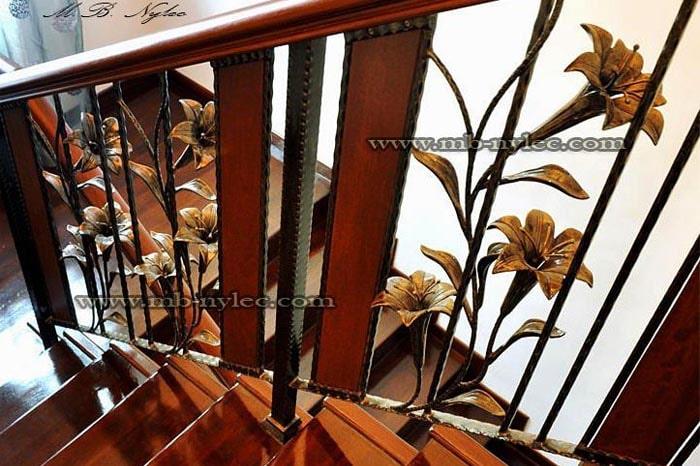 balustrada kuta z liliami