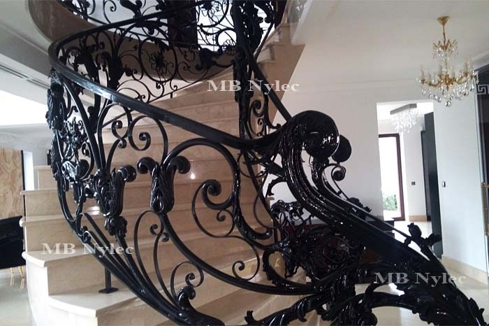 ekskluzywna schodowa balustrada kuta