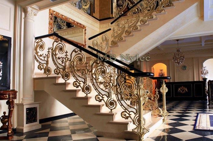 kuta balustrada schodowa z drewnianą poręczą